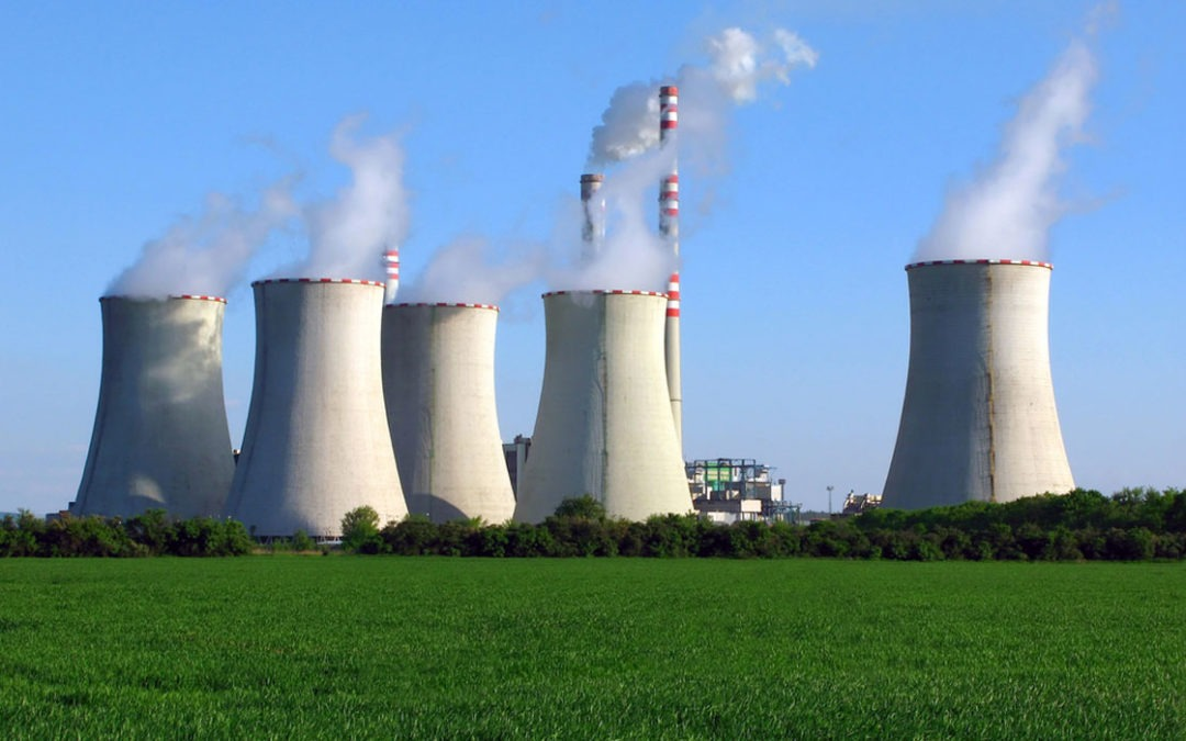 Monteurs électromécaniciens et mécaniciens sur une Centrale Nucléaire en France.